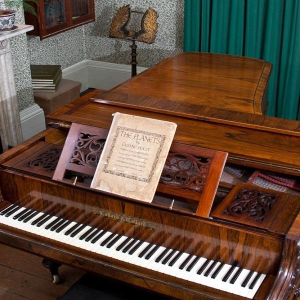 Holst's piano